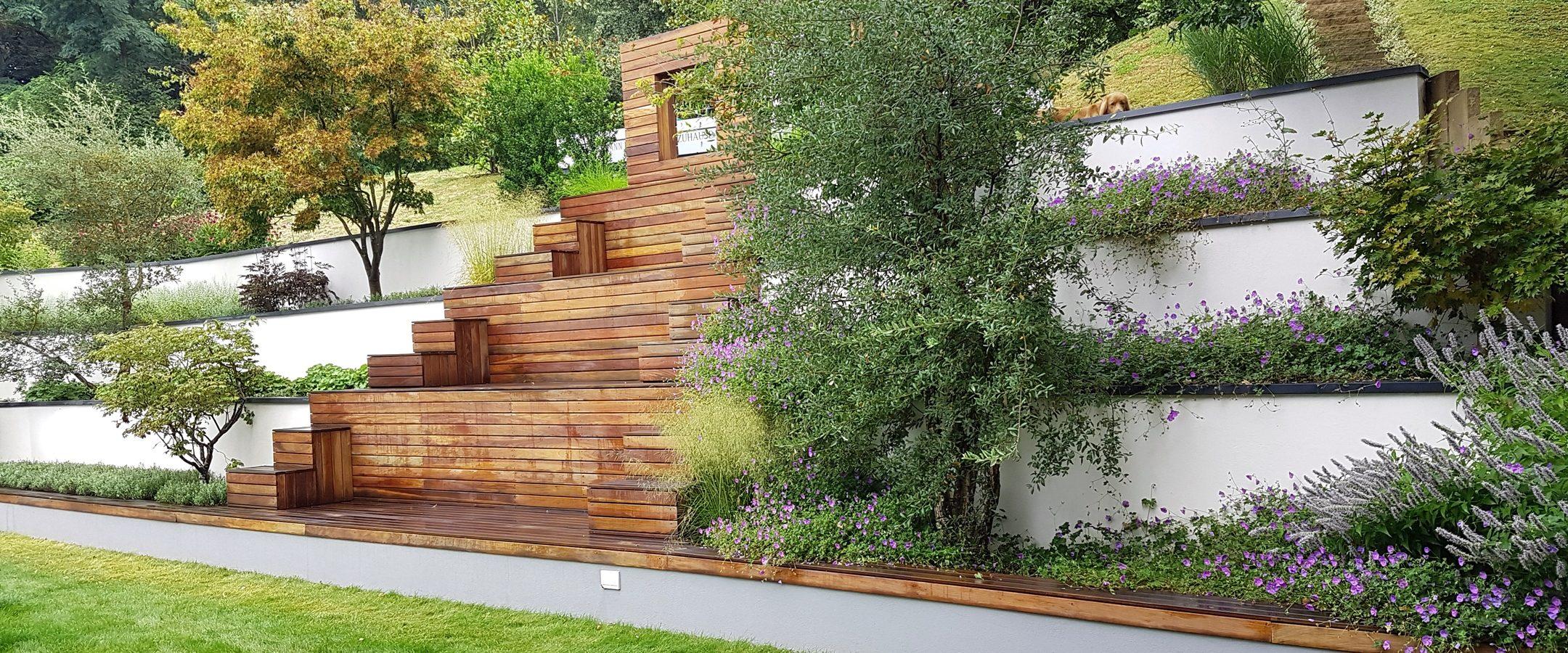 Stufenanlage aus Hartholz